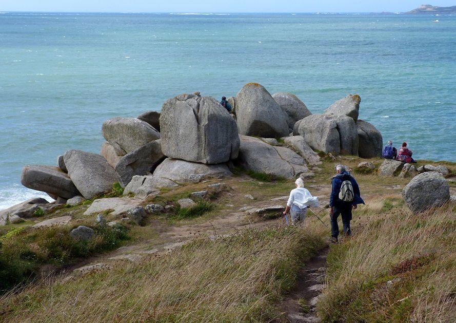 ... d'où la vue s'étend fort loin sur la baie de Lannion.