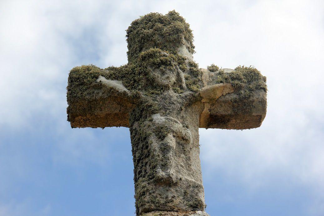 """Arrivés en haut de la """"rue des Pêcheurs"""", il nous reste encore deux choses à voir dont cette croix..."""