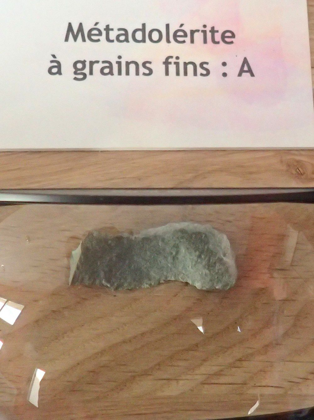 Nous apprenons ainsi que la pierre utilisée...