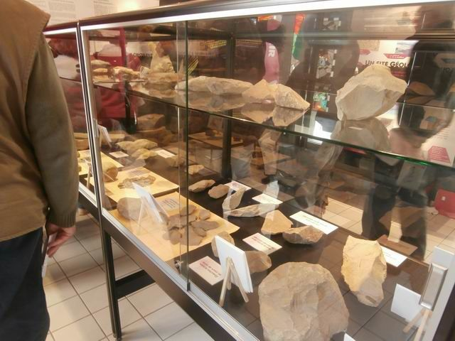 ... avec leurs lots d'objets en rapport avec la vie dans la région à l'époque du Néolithique.