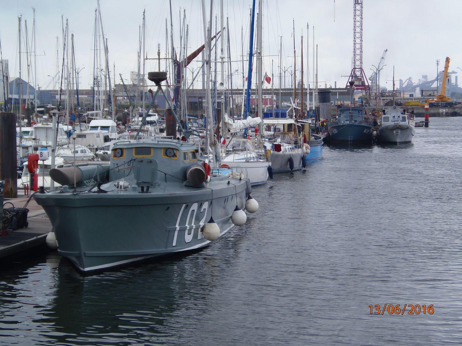 Là, grosse activité dans le port, dû au tournage du film de Christopher Golan « Dunkirk » Rencontre à bord du voilier Port de Gravelines (ex : La Poste) de son Skipper attitré, fameux bateau et marin.