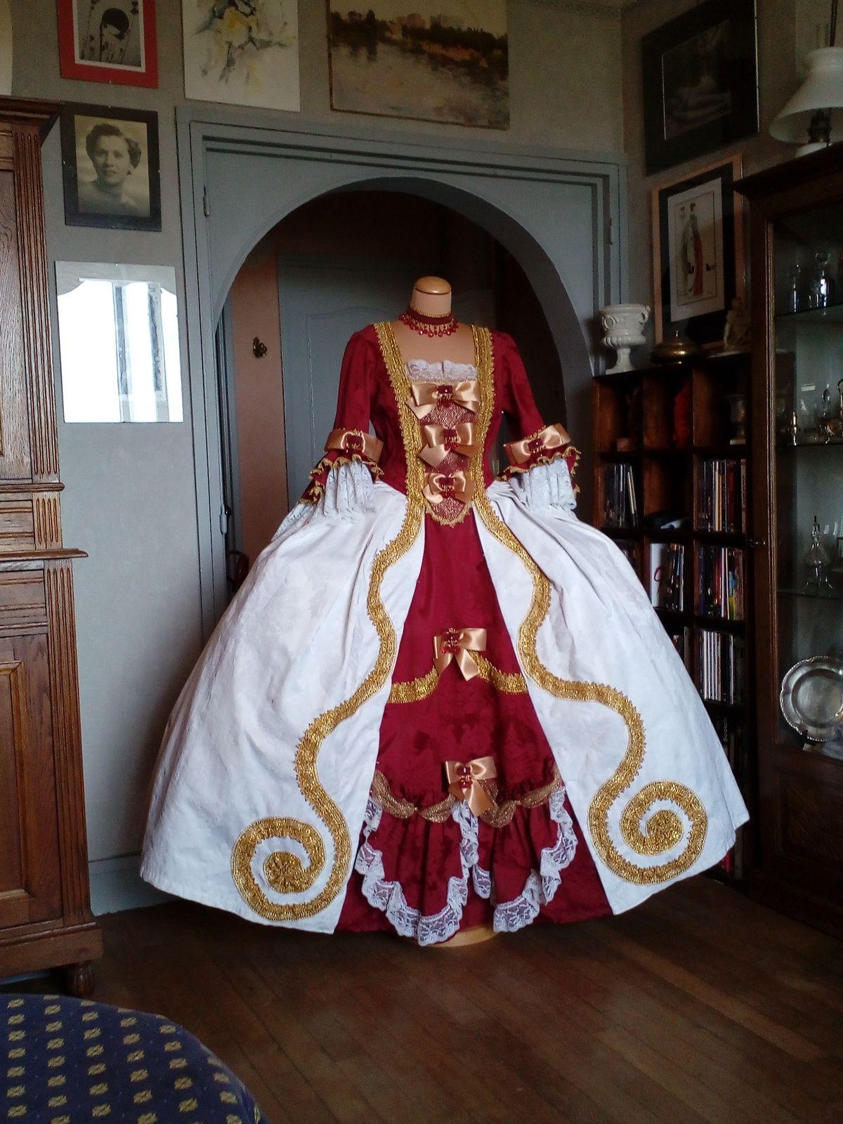Brice Deshayes transformation de robes façon 18 ème pour la troupe les Babby Doll's