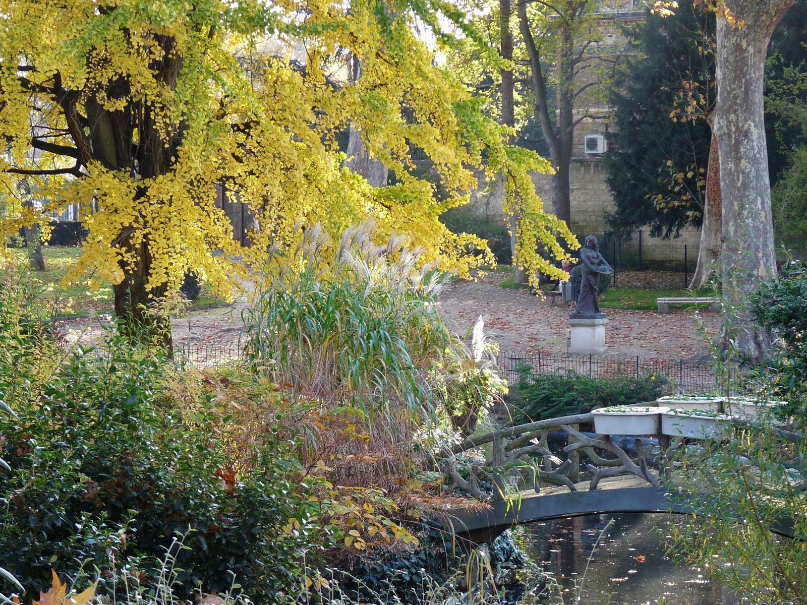 ...Square Voyer d'Argenson à Asnières sur Seine...