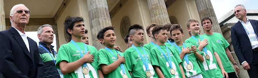 Football for Friendship 2016 - Start der vierten Saison mit Franz Beckenbauer
