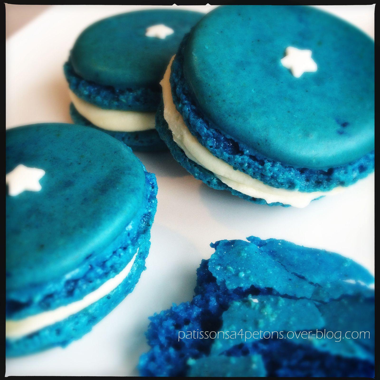 Macarons bleus à la fleur d'oranger.