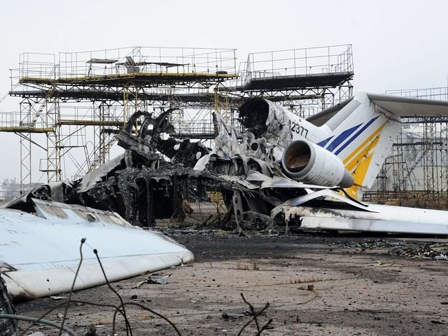 The carcass of a destroyed plane on the tarmac of Donetsk airport. Source: AFP