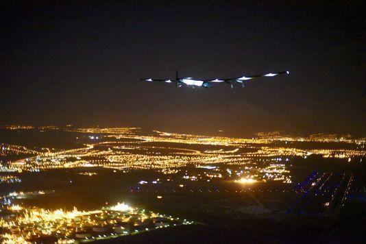 « Solar Impulse 2 » atterrit à Hawaï après cinq jours de vol sans carburant