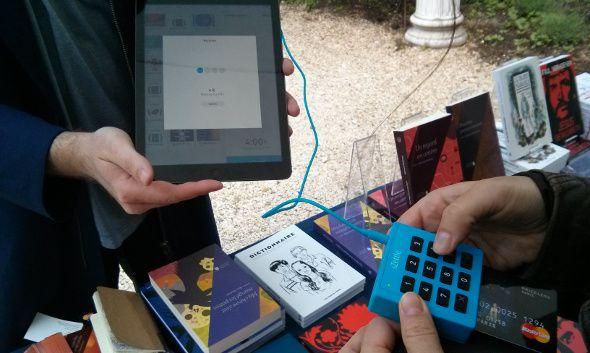 Le boîtier « Lite » d'iZettle exploite une connexion filaire, via la prise jack. En savoir plus sur http://www.itespresso.fr/paiement-carte-heure-mobile-izettle-arrive-france-96162.html#z1A3BvwaS1qetew3.99