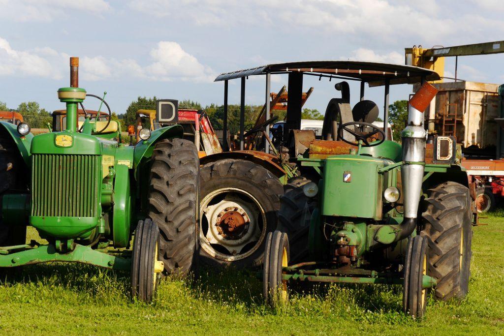 ...je kiffe les vieux tracteurs....