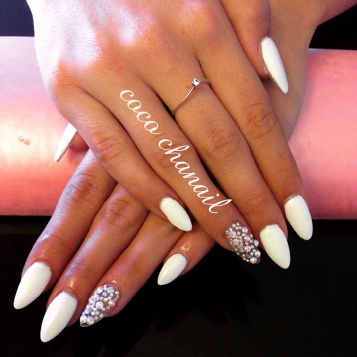 227, Stiletto Nails, gel blanc suprême, strass Swarovski