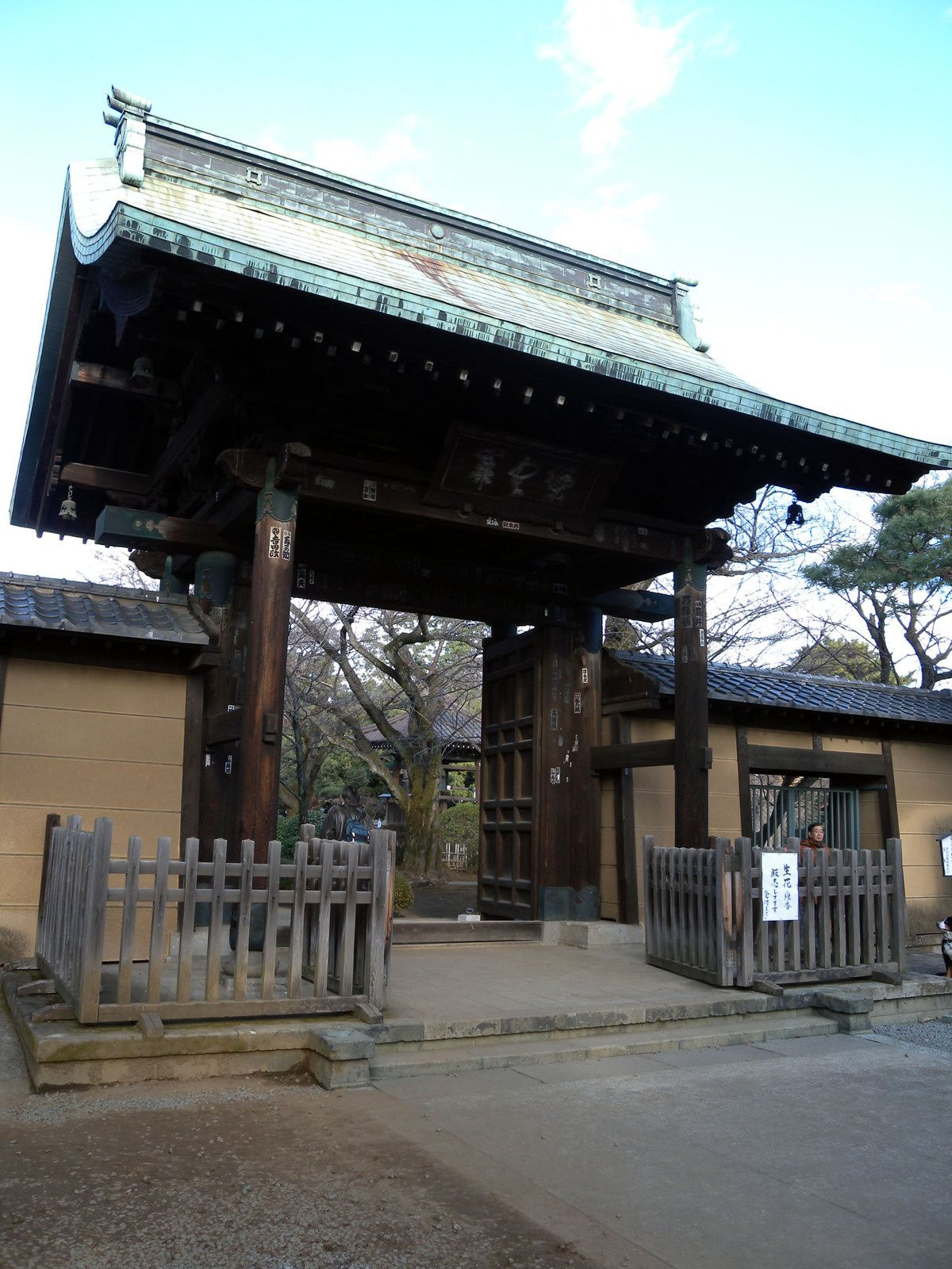 山門 The main gate of a Buddhist temple
