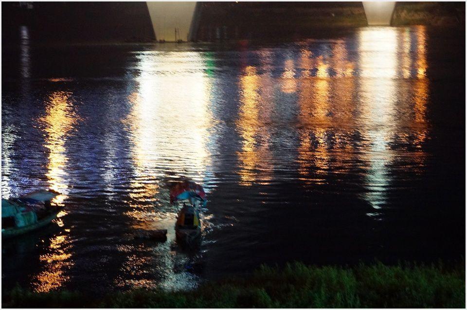 Promenade nocture au Yilin Yangtze Bridge