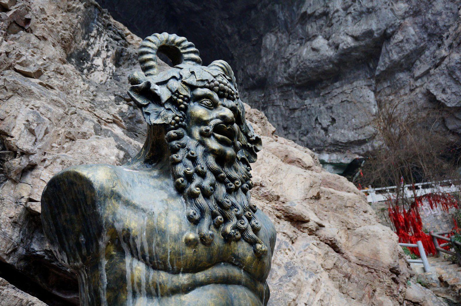 Qingjiang Hualang  清江画廊