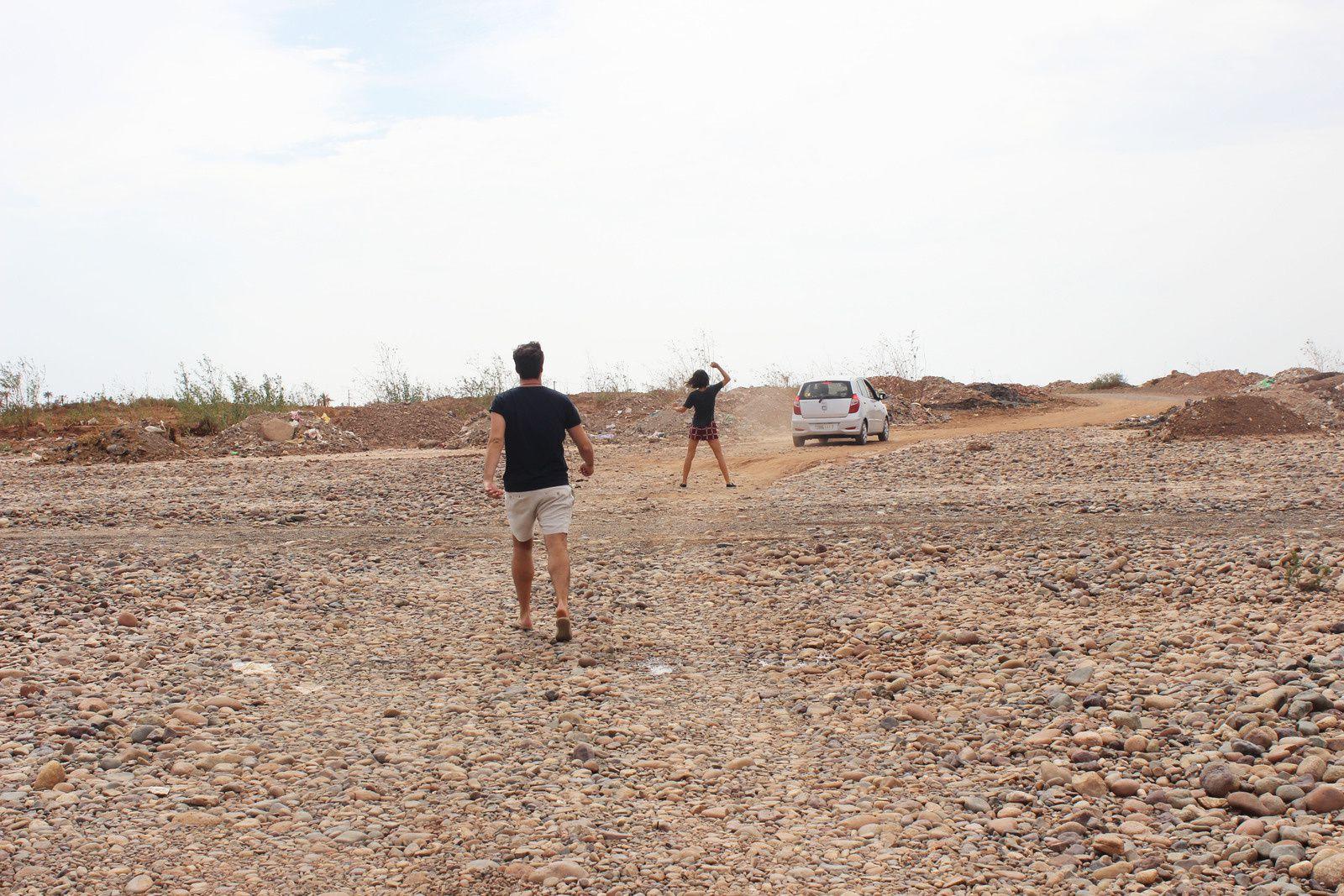 """Plagerosé / direction Marrakech / Un moment donné on s'est perdu / et derrière les cailloux, le palace / shooting à Majorelle / """"tu penses qu'elle en est à combien de kilomètres cette poussette?"""""""