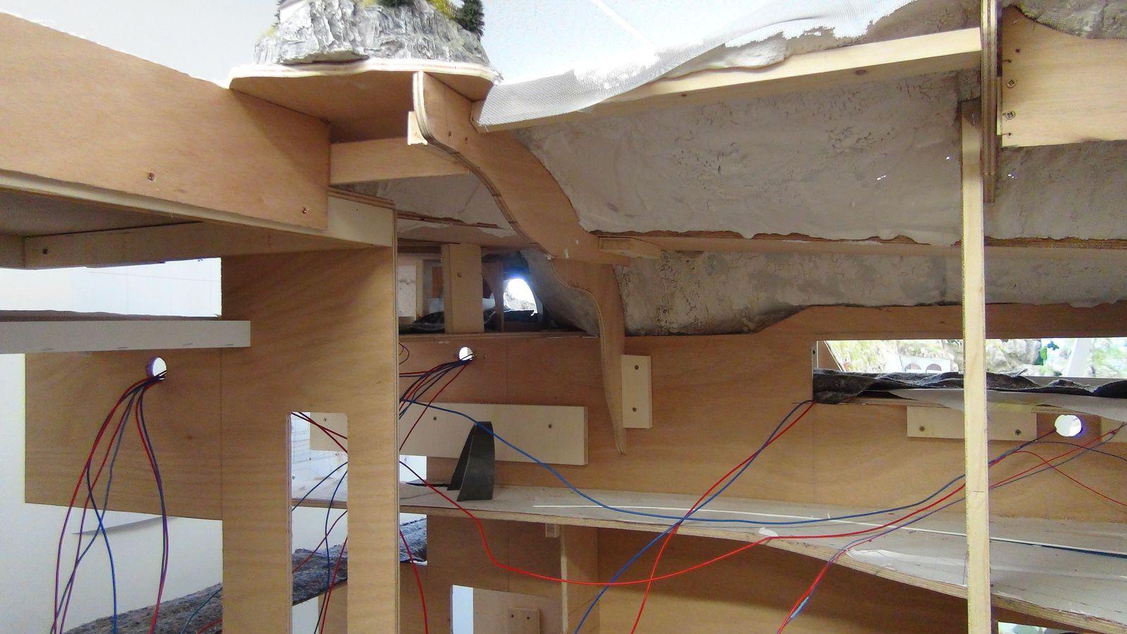 Vidéo de la construction, semaine du 24 au 28 mars 2014 - Mini World Lyon - Partie 4/4