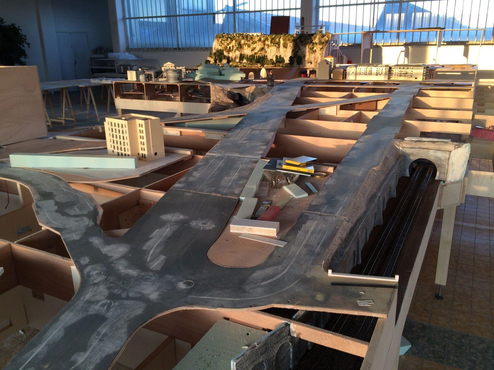 Vidéo de la construction, semaine du 21 au 25 Avril 2014 - Mini World Lyon - Première partie