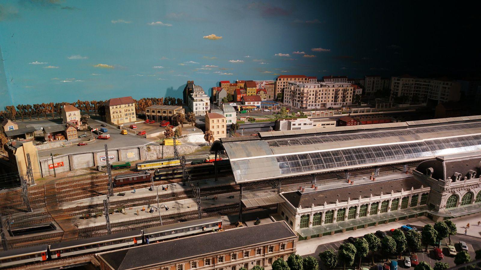 Vidéo de la construction, semaine du 28 Avril au 2 Mai 2014 - Mini World Lyon - Deuxième partie