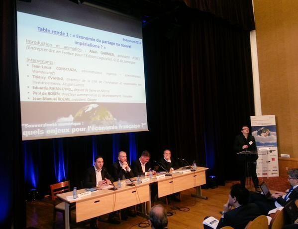 """Alain Garnier, Président d'EFEL, anime la table ronde """"Economie du partage ou nouvel impérialisme ?"""""""