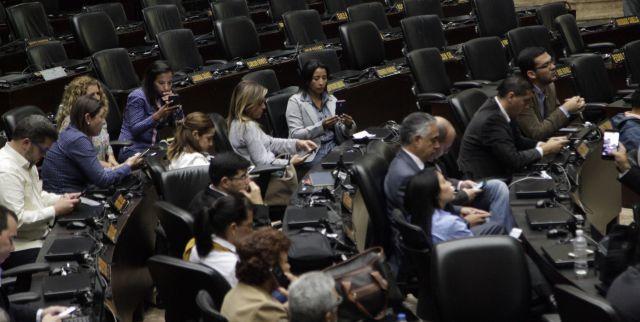 Venezuela : L'Assemblée Nationale siège devant des sièges vides