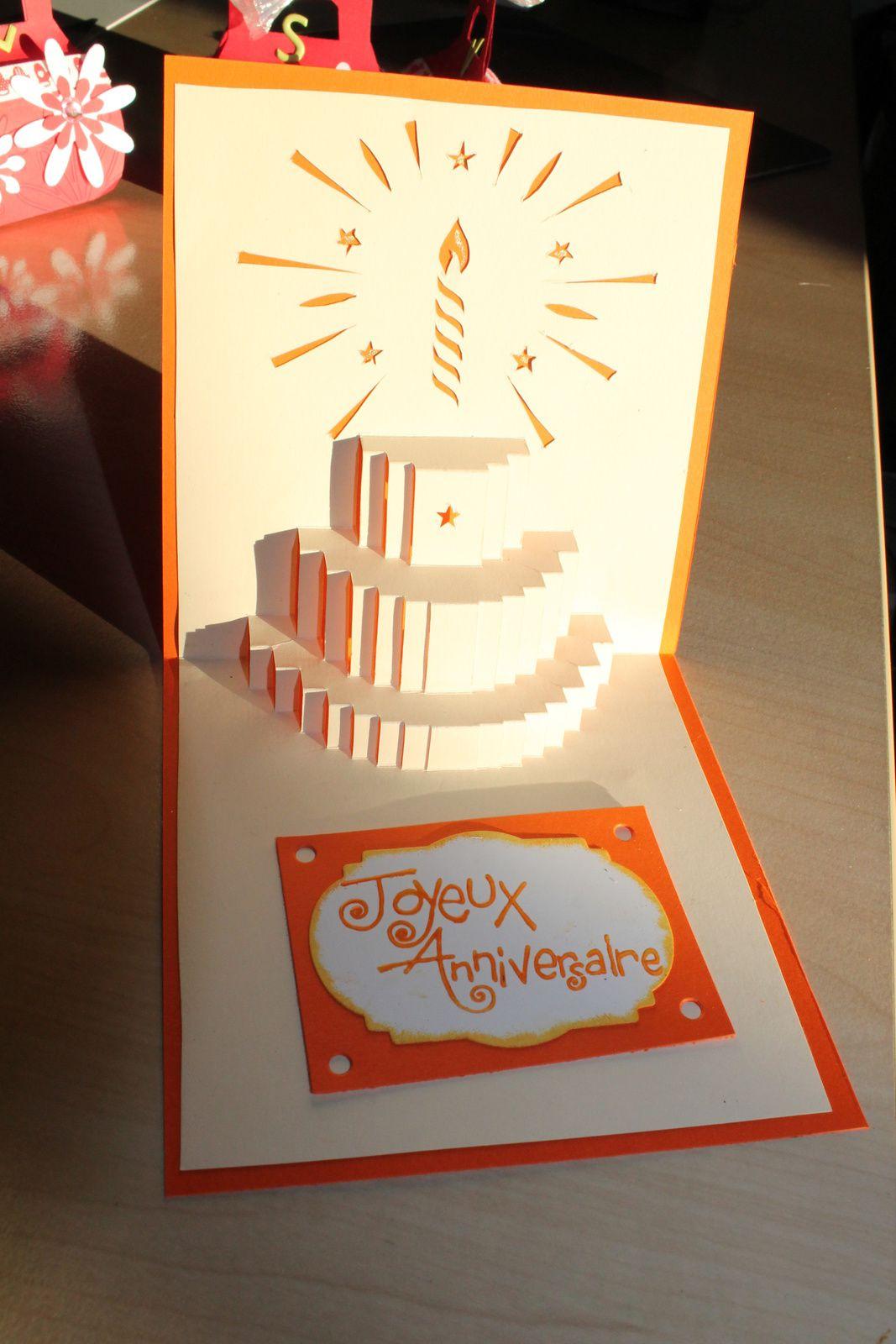 Voici une carte d'Anniversaire que j'ai réalisé pour l'anniversaire de ma belle fille Judith avec l'aide d'un bouquin de kirigami. C'est un peu long, et difficile au moment du pliage, mais je suis assez contente du résultat, même si je peux faire mieux. Je vous souhaite à tous et toutes de BONNES FËTES de fin d'année. Je vous présente mes meilleurs voeux pour 2014, que cette année vous apporte la joie, le bonheur, l'amour et si possible un peu d'argent, mais surtout LA SANTE. Bizzzzzz