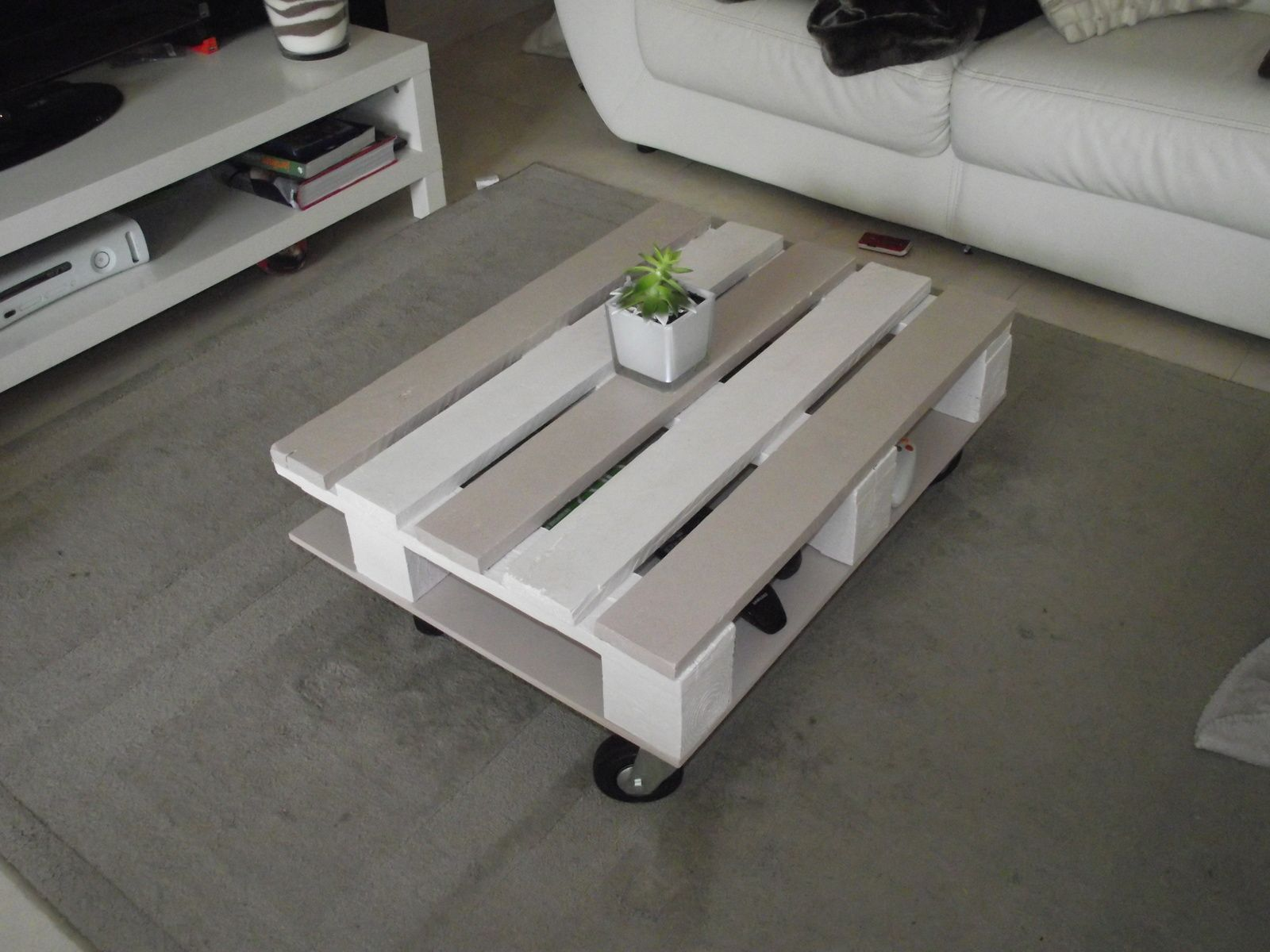 Table basse en palette une puce dans l 39 atelier - Table salon en palette ...