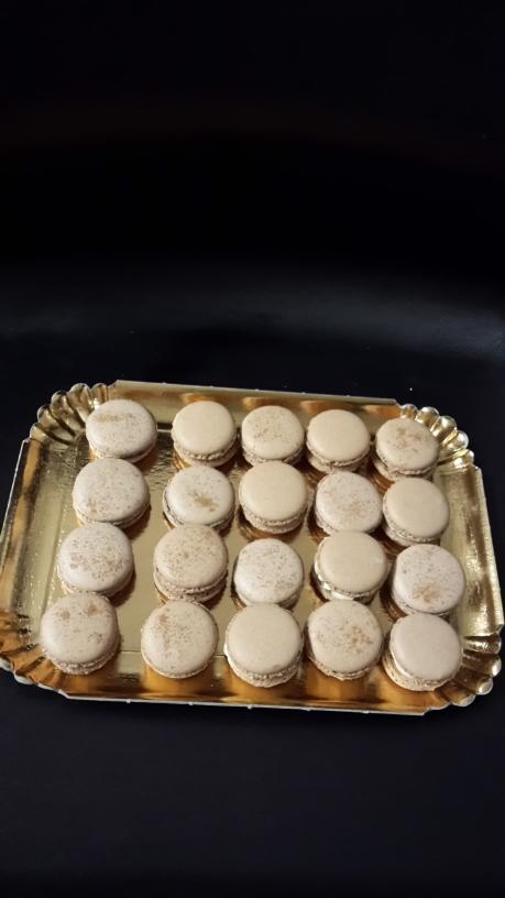 Macaron chocolat cannelle.
