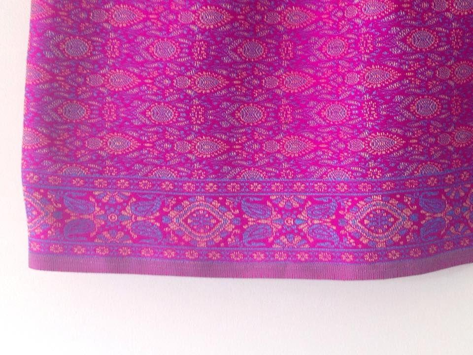 jupe courte élastique élaborée avec un tissu indien
