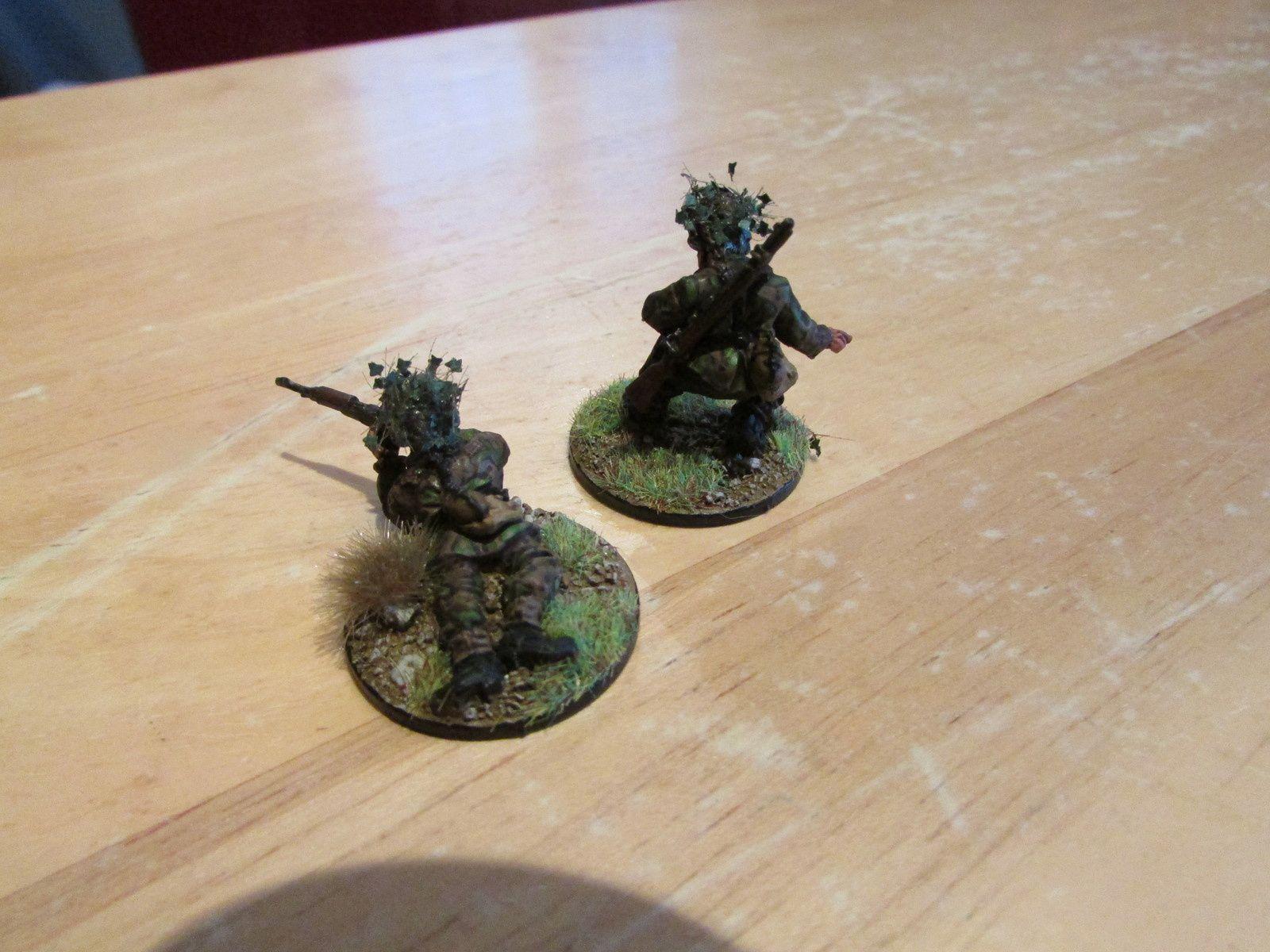 Meme camouflage que pour ma squad de SS présenté plus tot. Pour les feuilles sur le casque, army painter vends des ronces qui représente parfaitement des feuilles.........