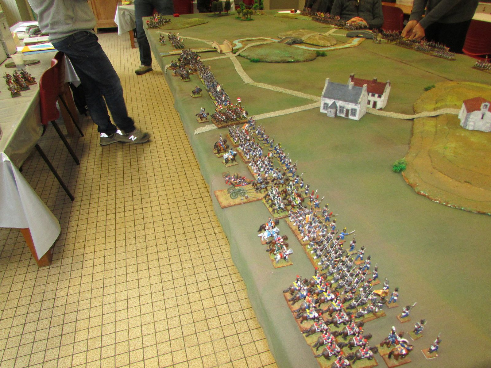 à droite, l'armée francaise et le wurtemberg, à gauche les rosbifs, les morus et les chouros... Le décors est planté.