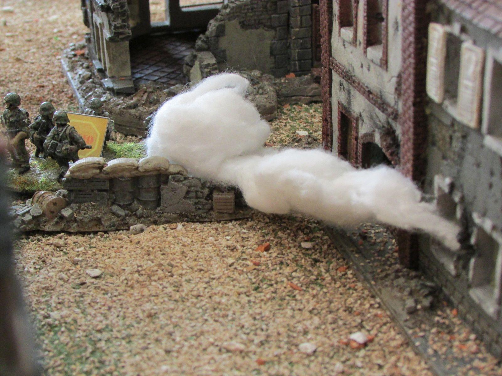Une section de SS profite du fumigène pour faire un assaut sur la section enfumée. Elle se retrouve Demo après avoir essuyé des tirs. Pour couronner le tout, un lance flamme et un churchill finissent  le travail. La section SS fini brulé et écrasé...