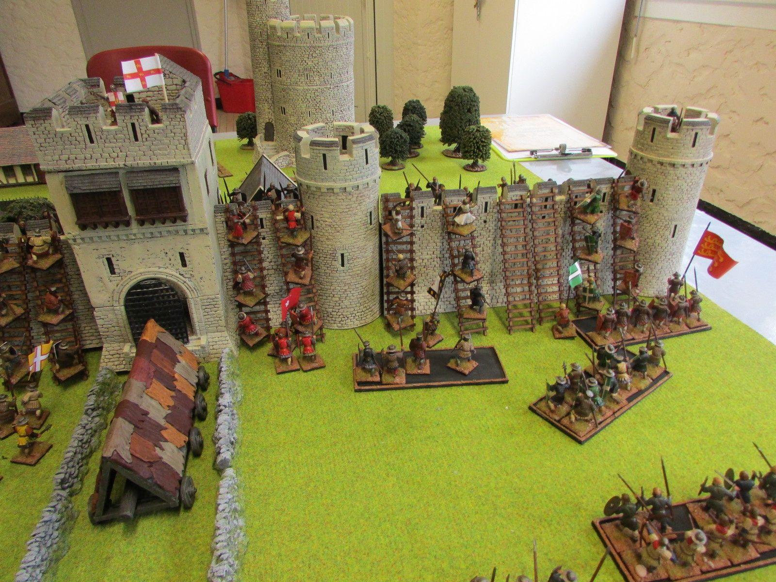 Les tirs des assaillants sont destructeurs et térrassent en très peu de tours l'ensemble des archers présent sur les remparts qui eux c'étaient consentrés sur le bélier. Il est l'heure de grimper sur les murs pour mettre fin à la rébellion du Yorkshire!!!