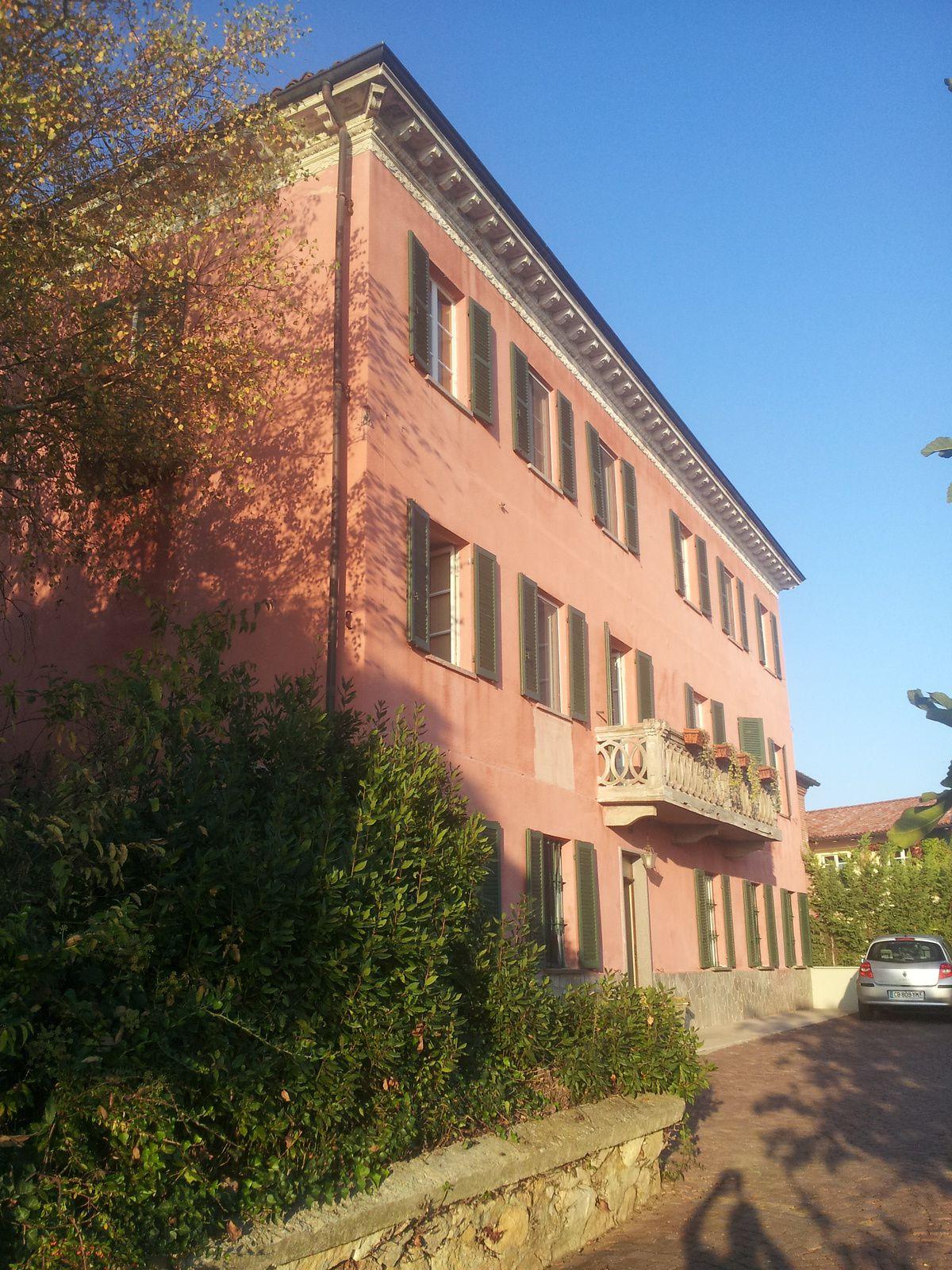 Une jolie demeure  pour une semaine 12 pièces + de 200 m² sans les dépendances ....