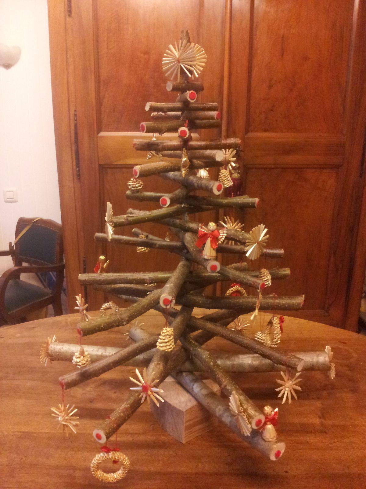 Un sapin de noel en noisetier la boite papi den 39 s for Decoration arbre de noel