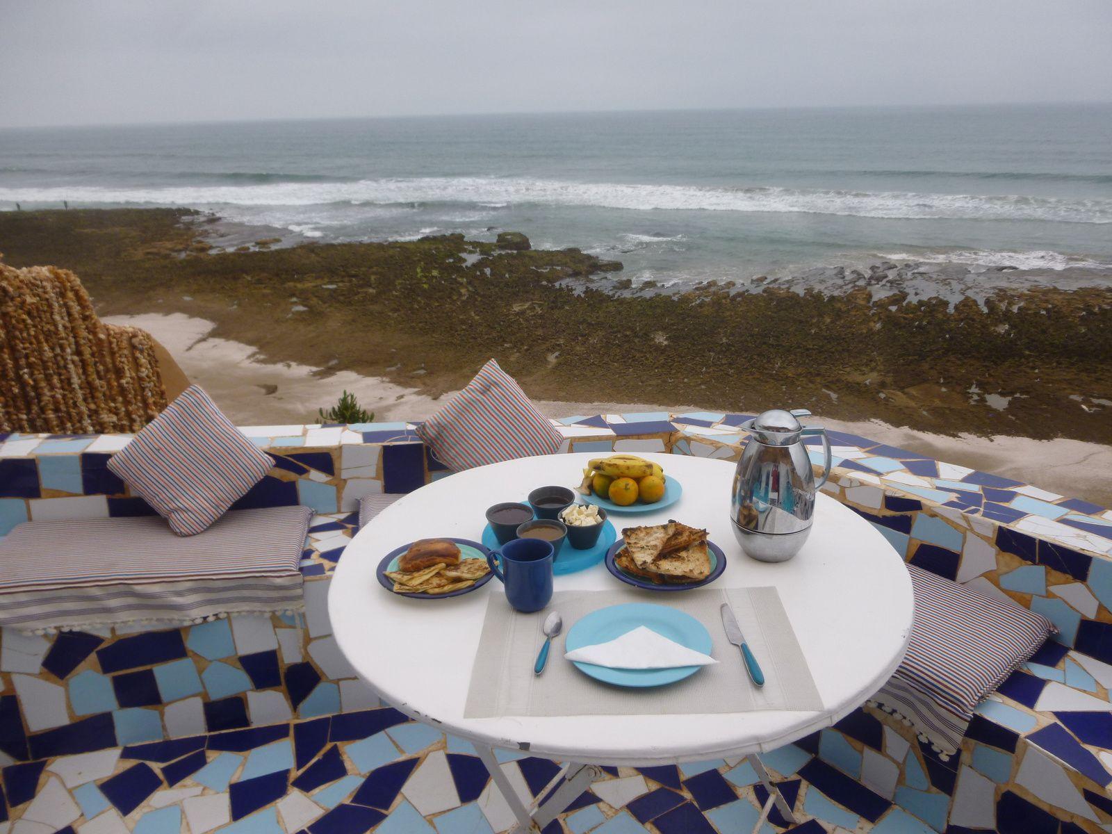 le petit déjeuner face au monde. un des moments merveilleux.