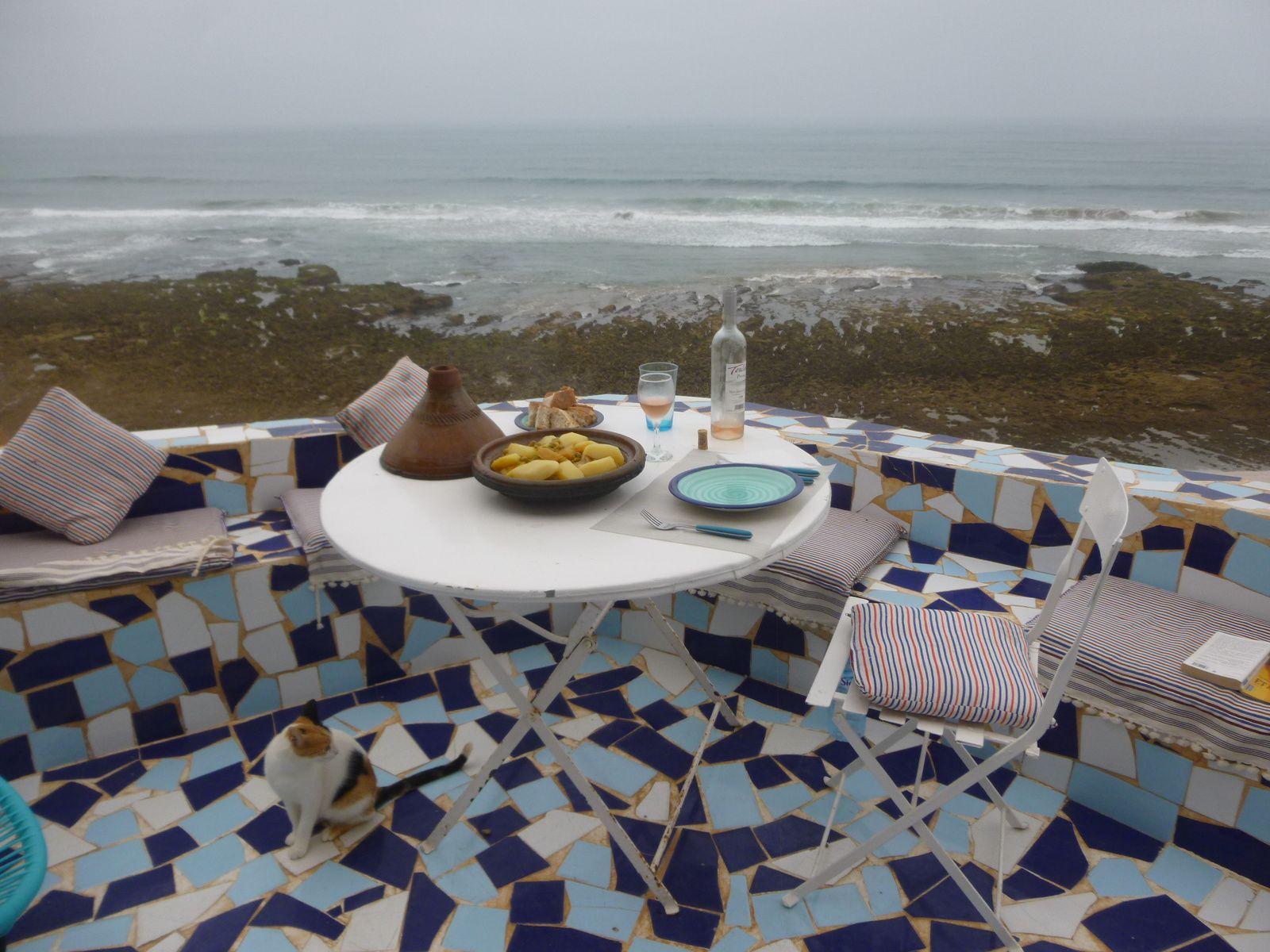 les repas sur la terrasse .