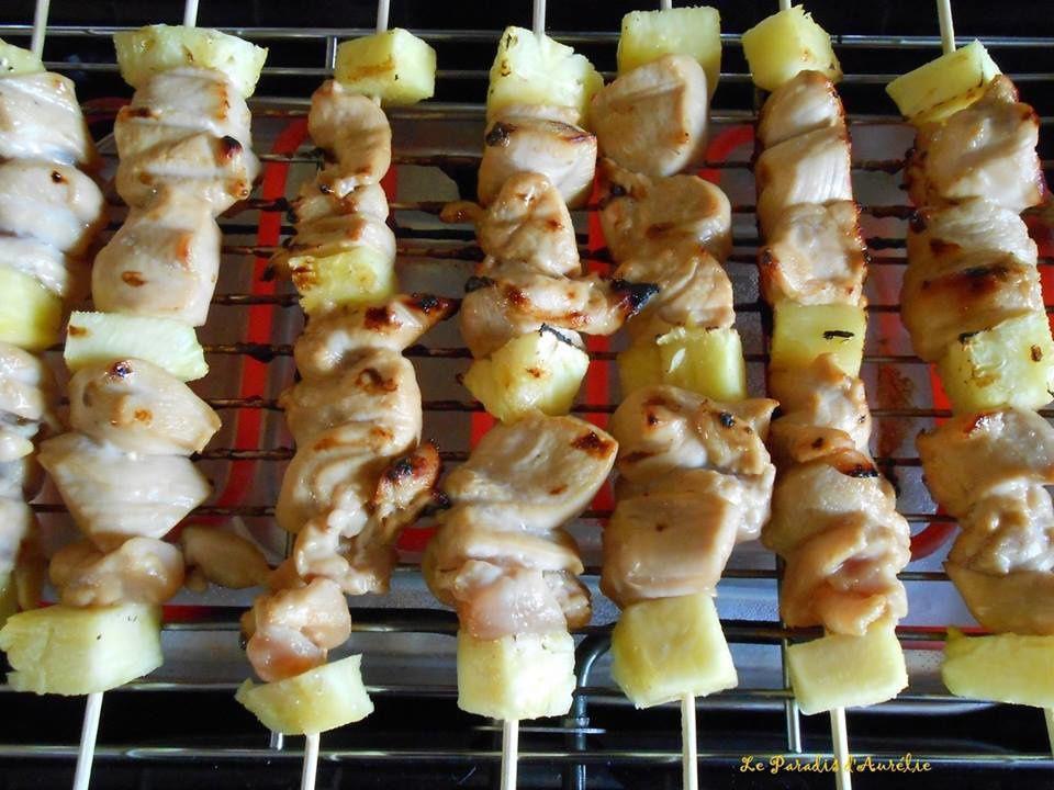 Ananas et poulet en brochette