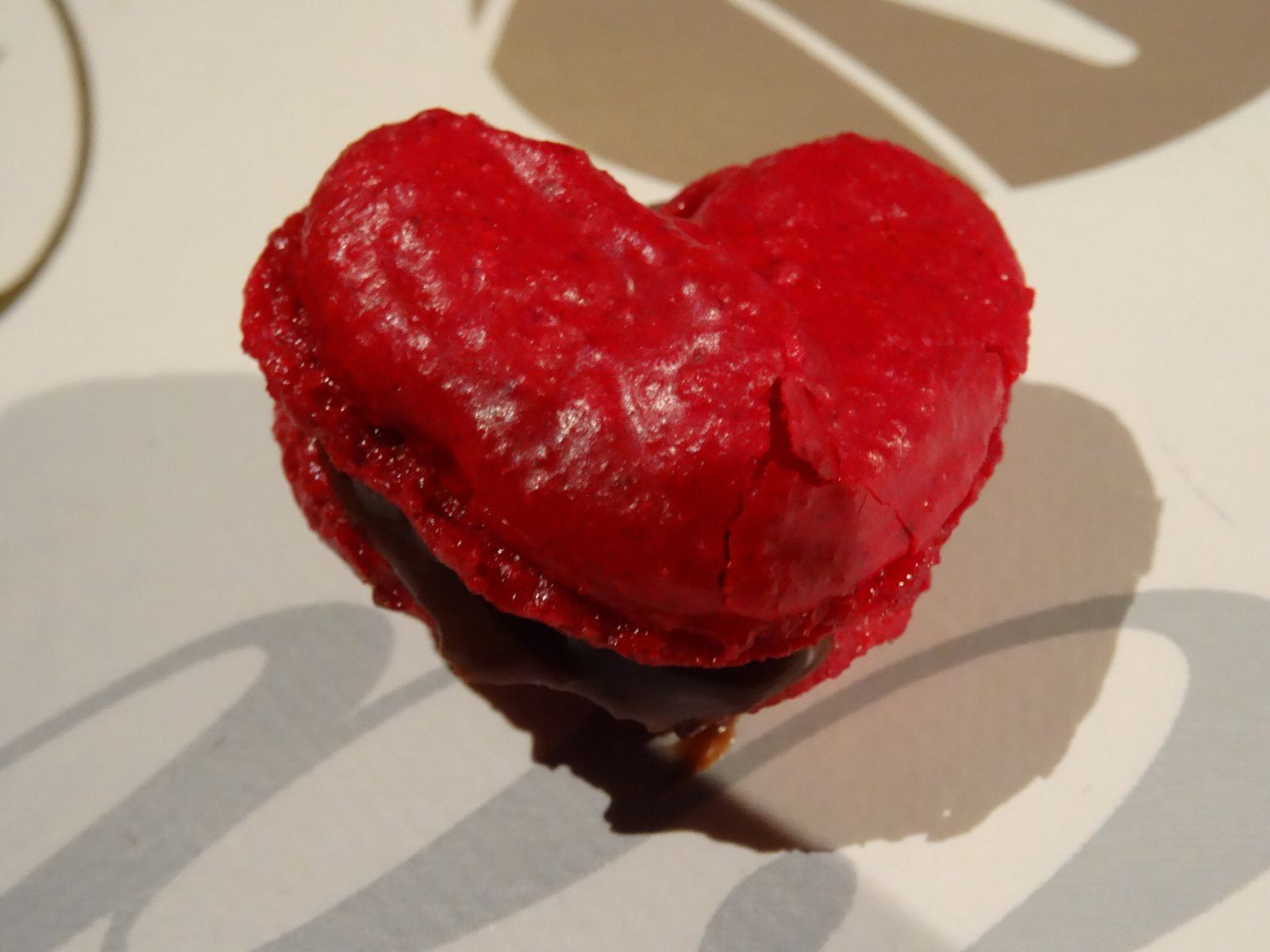 "The Red "" Macaron "" of LOVE"