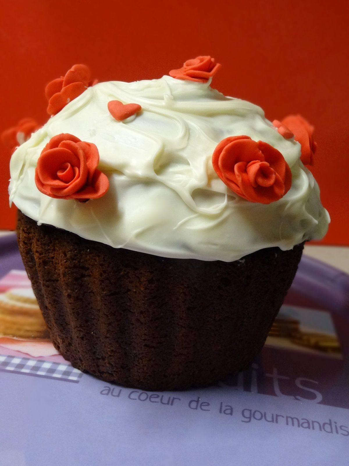 Giant Cupcake & Red Roses