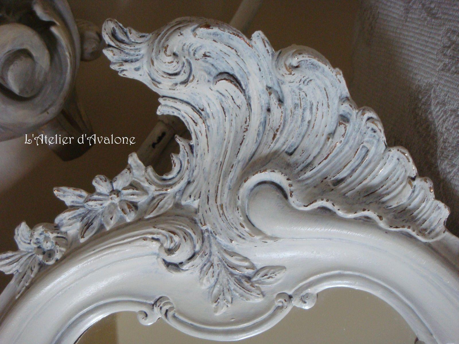 Relooking d'un miroir dans un style au charme baroque. Avril 2014.