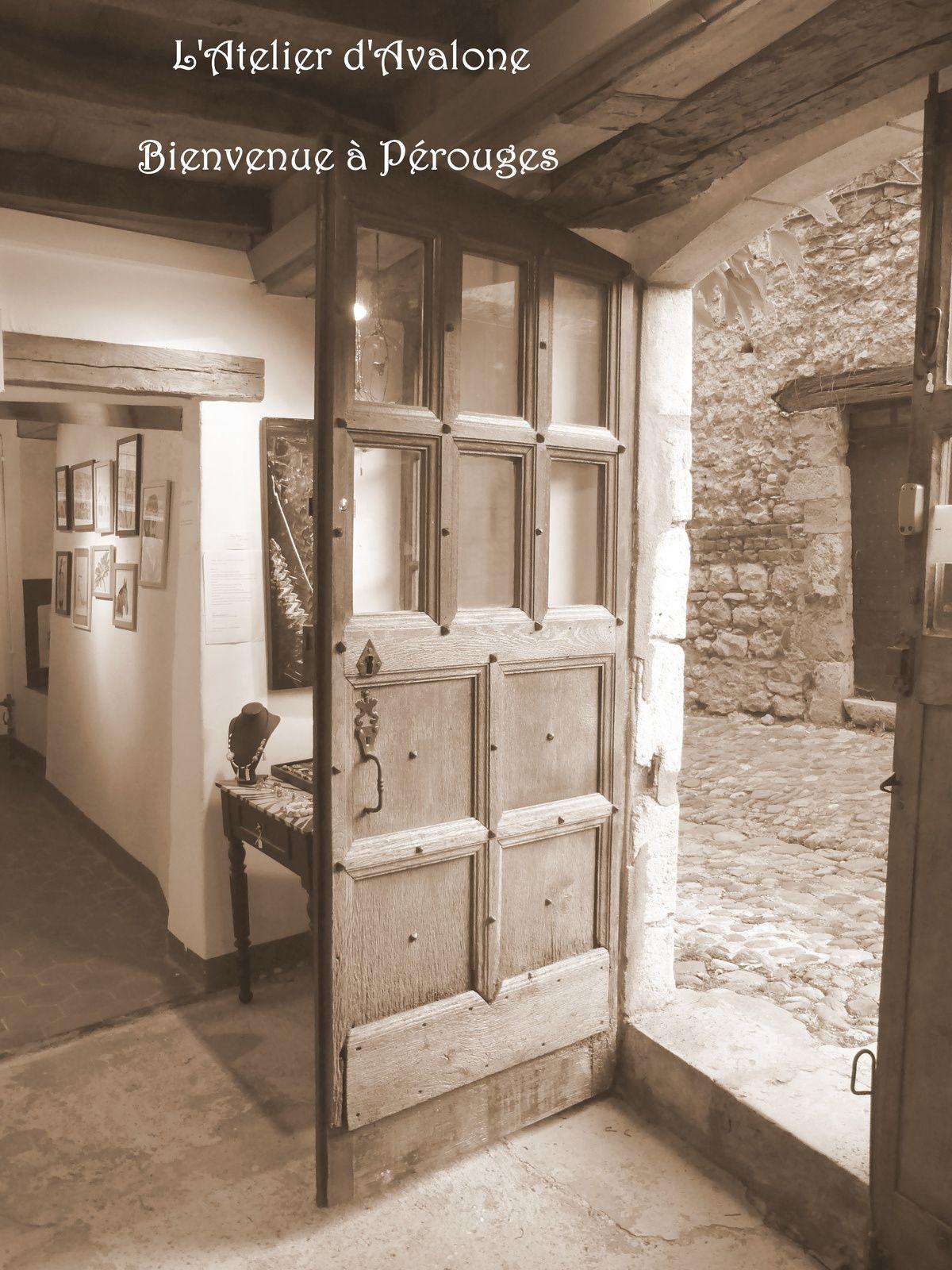 Atelier Expo- Vente dans la cité médiévale de Pérouges (01).  Octobre 2014.