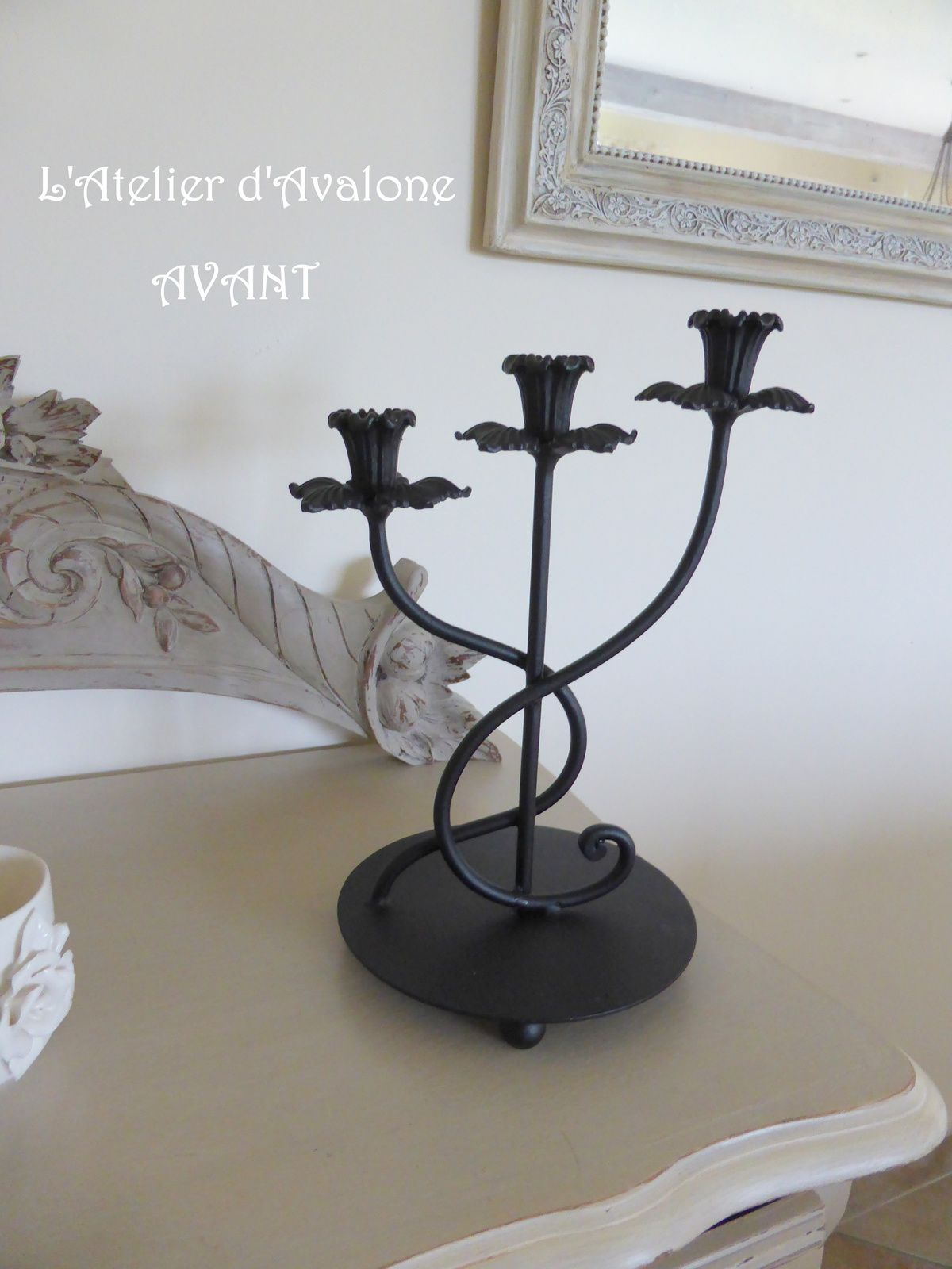 """Relooking de deux jolis chandeliers dans un ton prune """"tendance et déco"""". Mars 2015."""