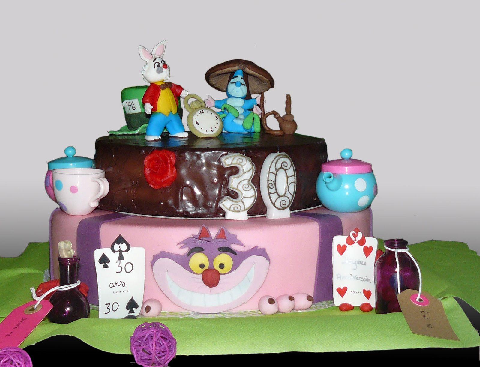 Gateau Alice Aux Pays Des Merveilles se rapportant à gâteau en pâte à sucre - alice aux pays des merveilles - kalou modelage
