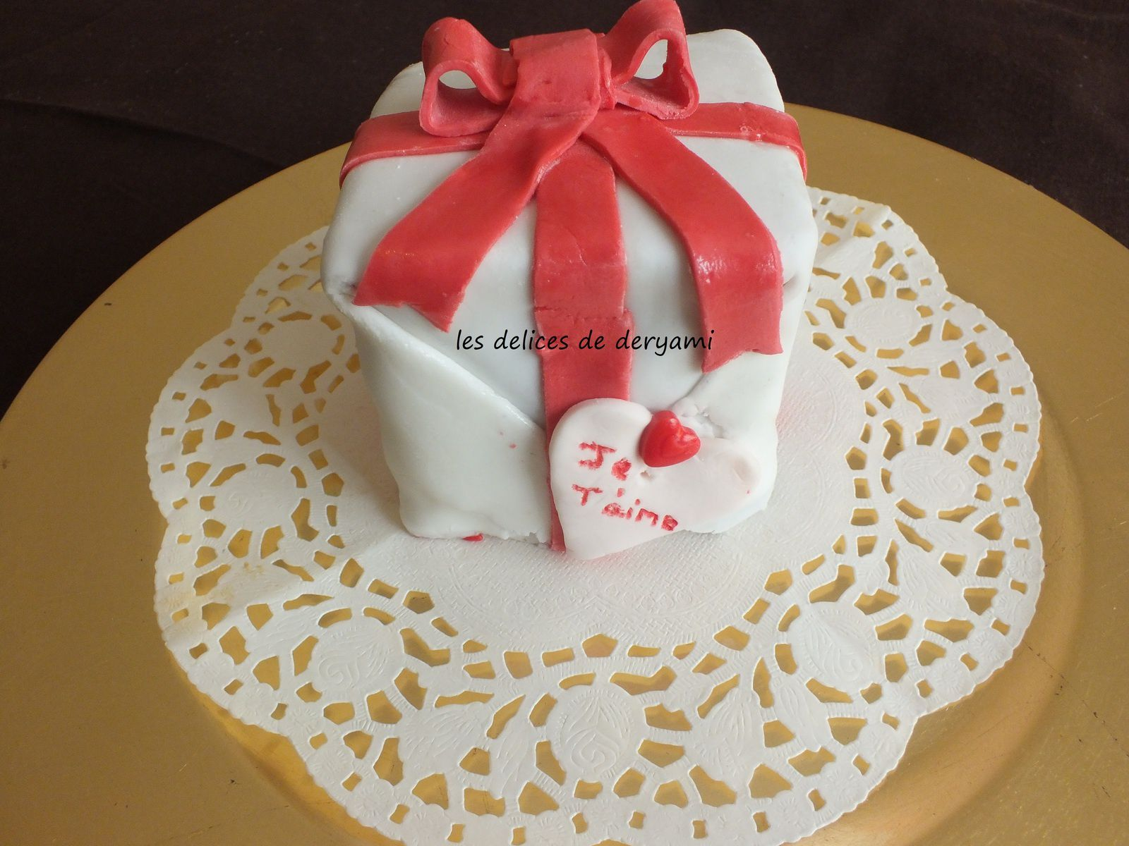 Gateau cadeau surprise