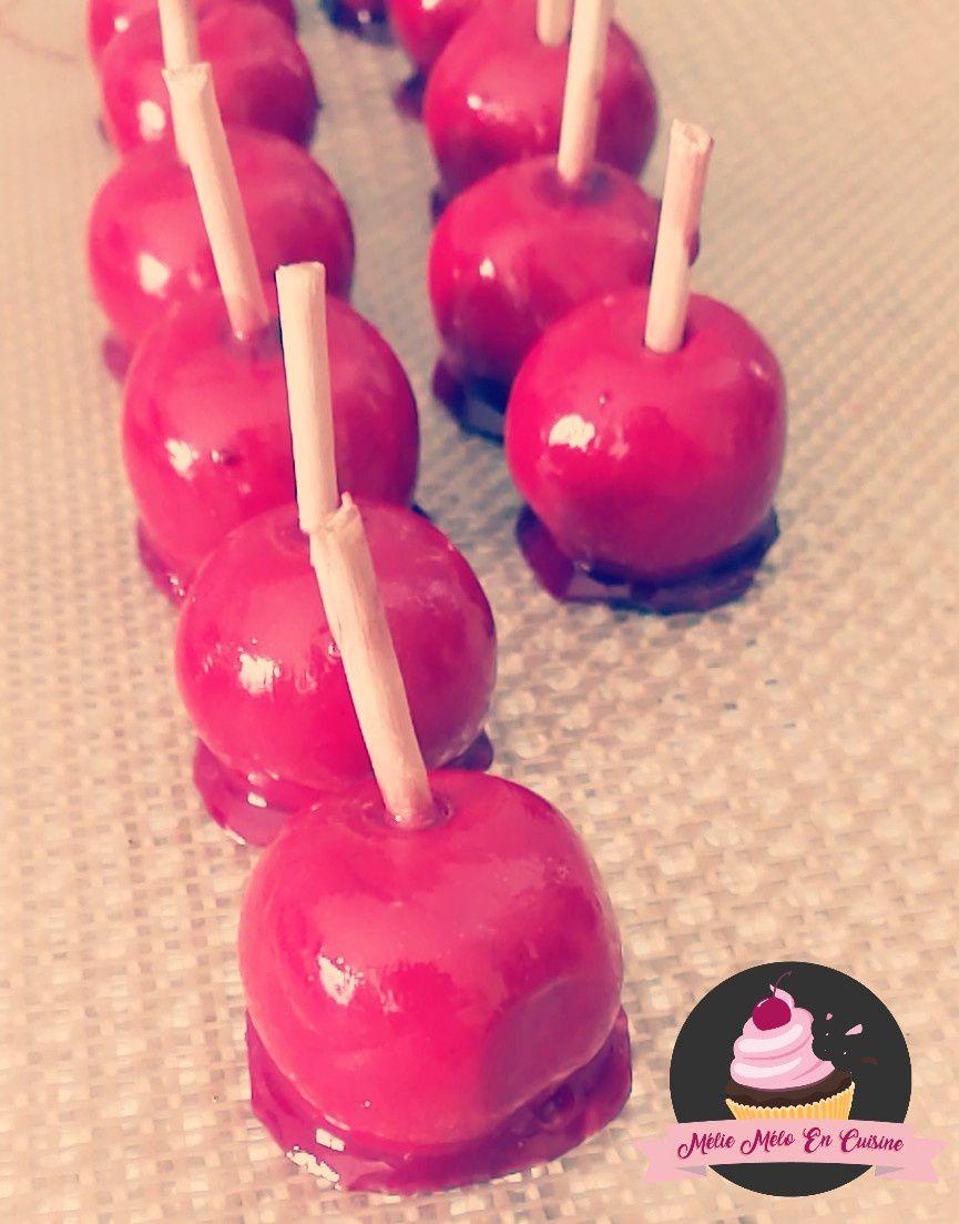 des pommes d'amour en fimo cuite puis vernis pour mes contenants à dragées