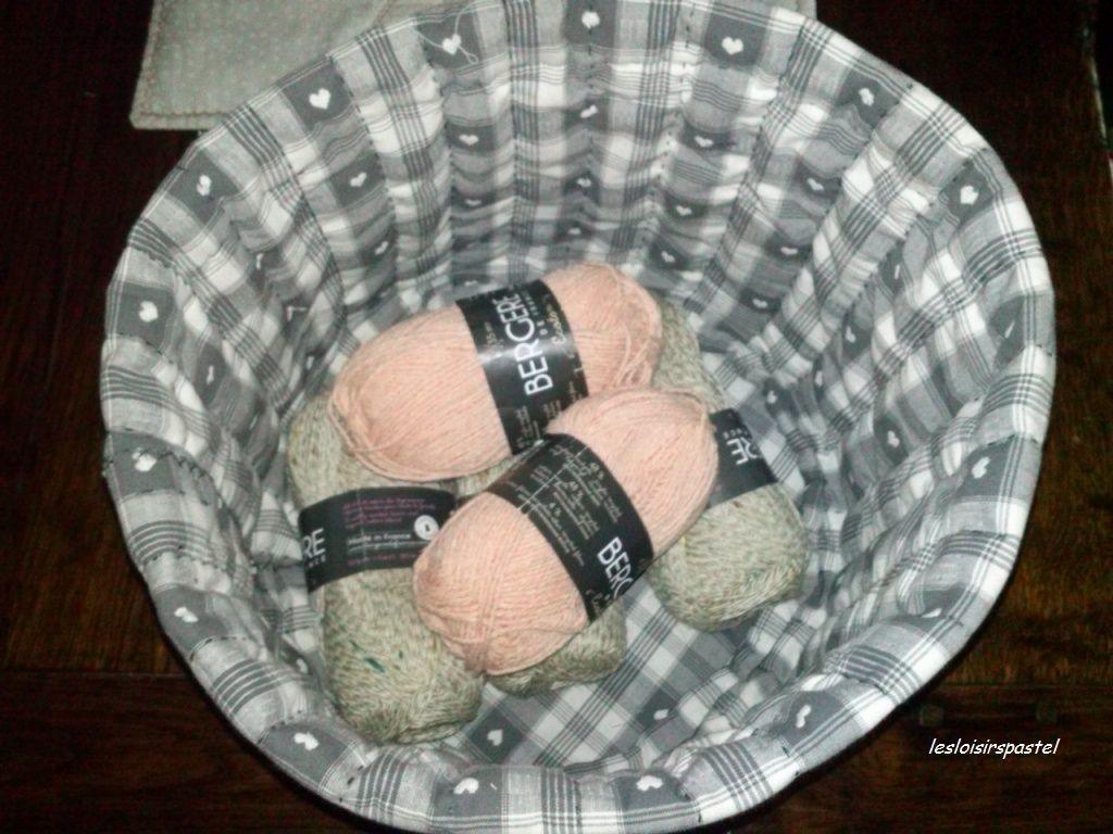 Seau à pelotes de laine