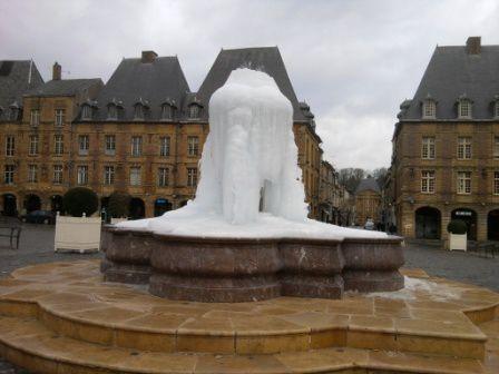 La  place Ducale en hiver