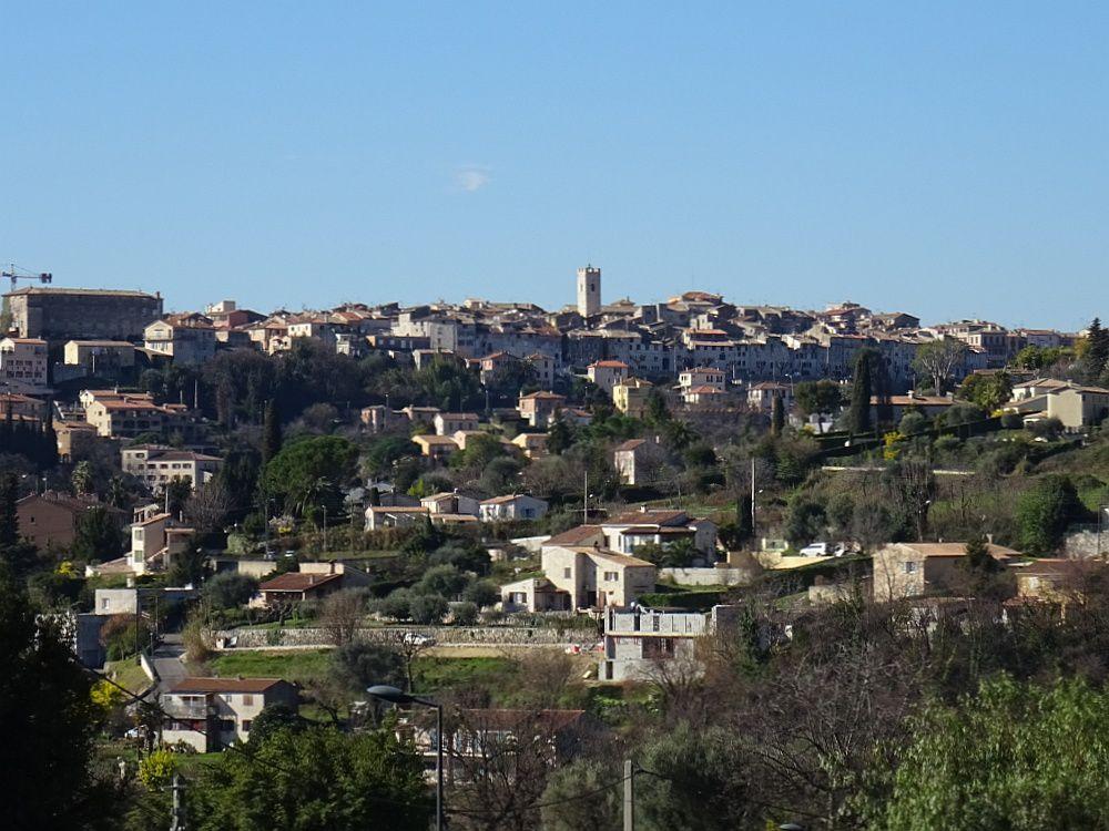 Vence une cité médiévale en forme d'ellipse, une des rares villes du Moyen Age à avoir conservé ses rempart