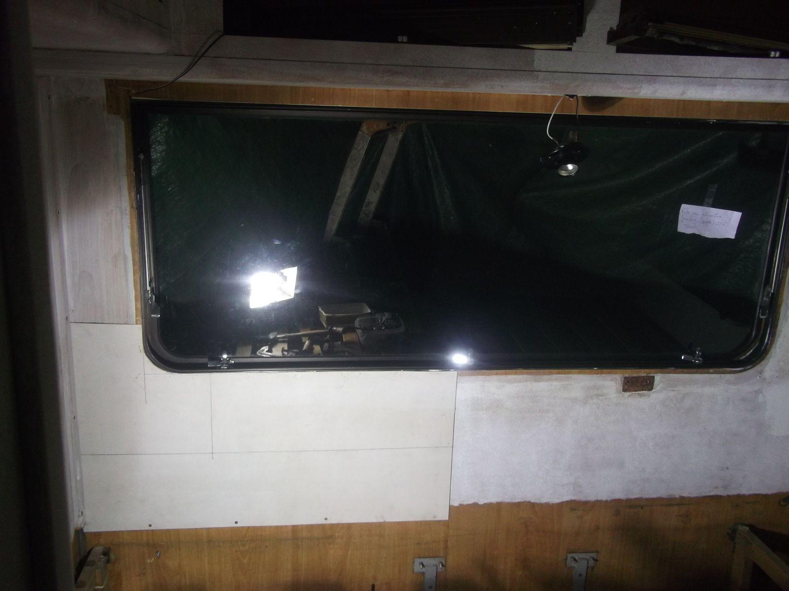 Quelques photos interieur d 39 origine mon camping car c25 for Assi dans la fenetre de ma chambre