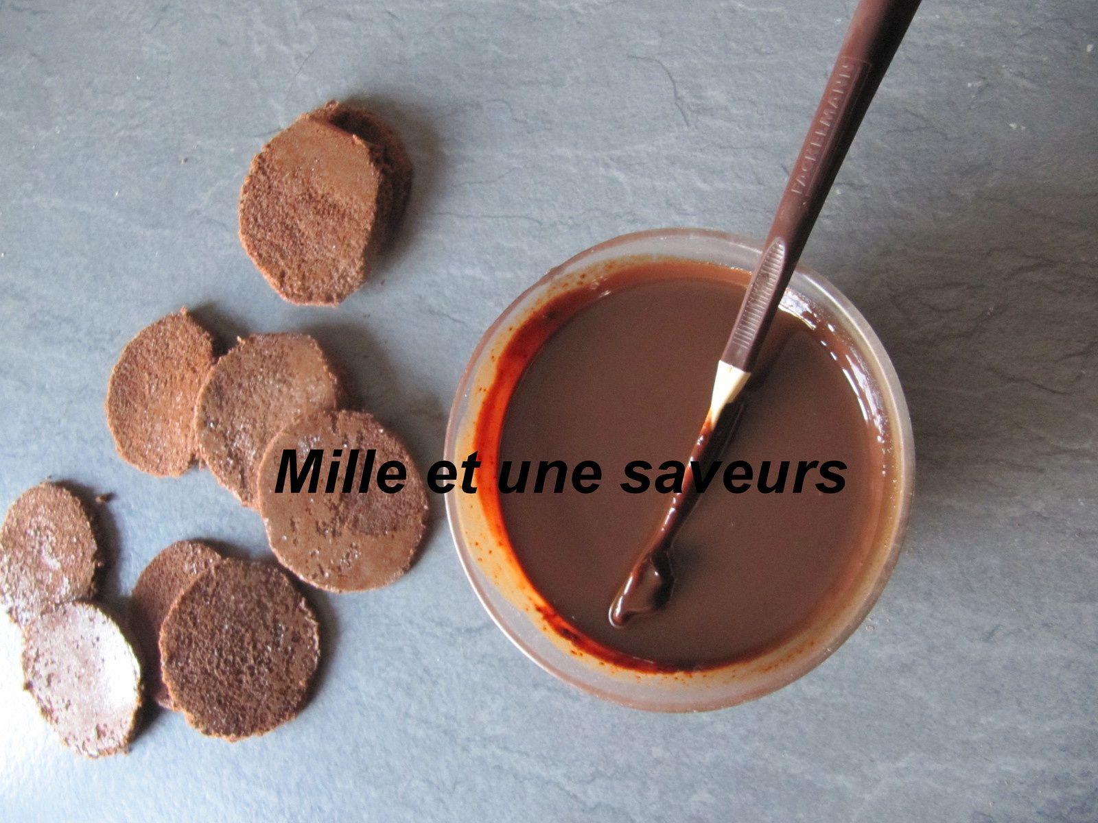 Dôme au chocolat noir et son insert crème brûlée