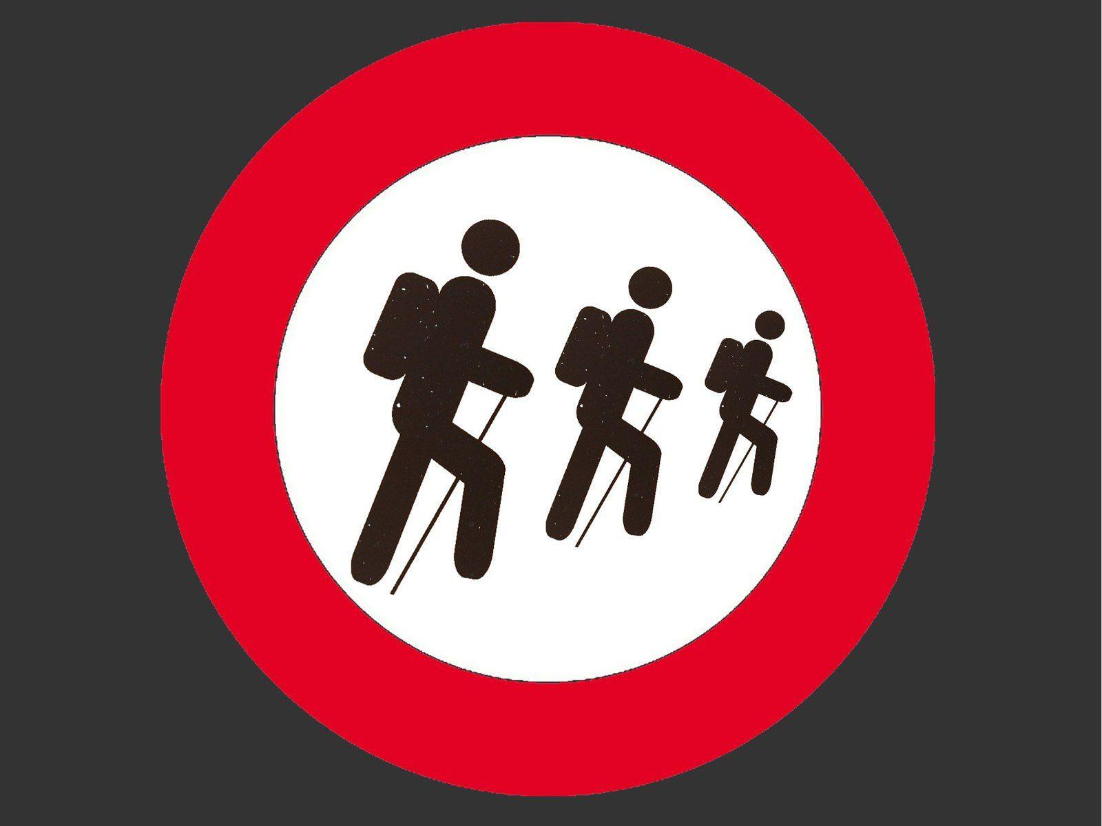 Sur les crêtes des Vosges : un panneau d'interdiction à destination des randonneurs